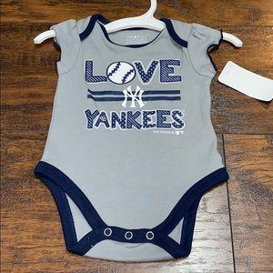 Team athletics Yankees grey & navy onsie 0-3 month